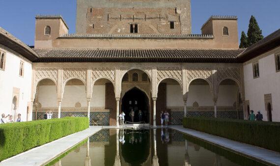 Granada-La_Alhambra-36-Estanque_del_Patio_de_Arrayanes